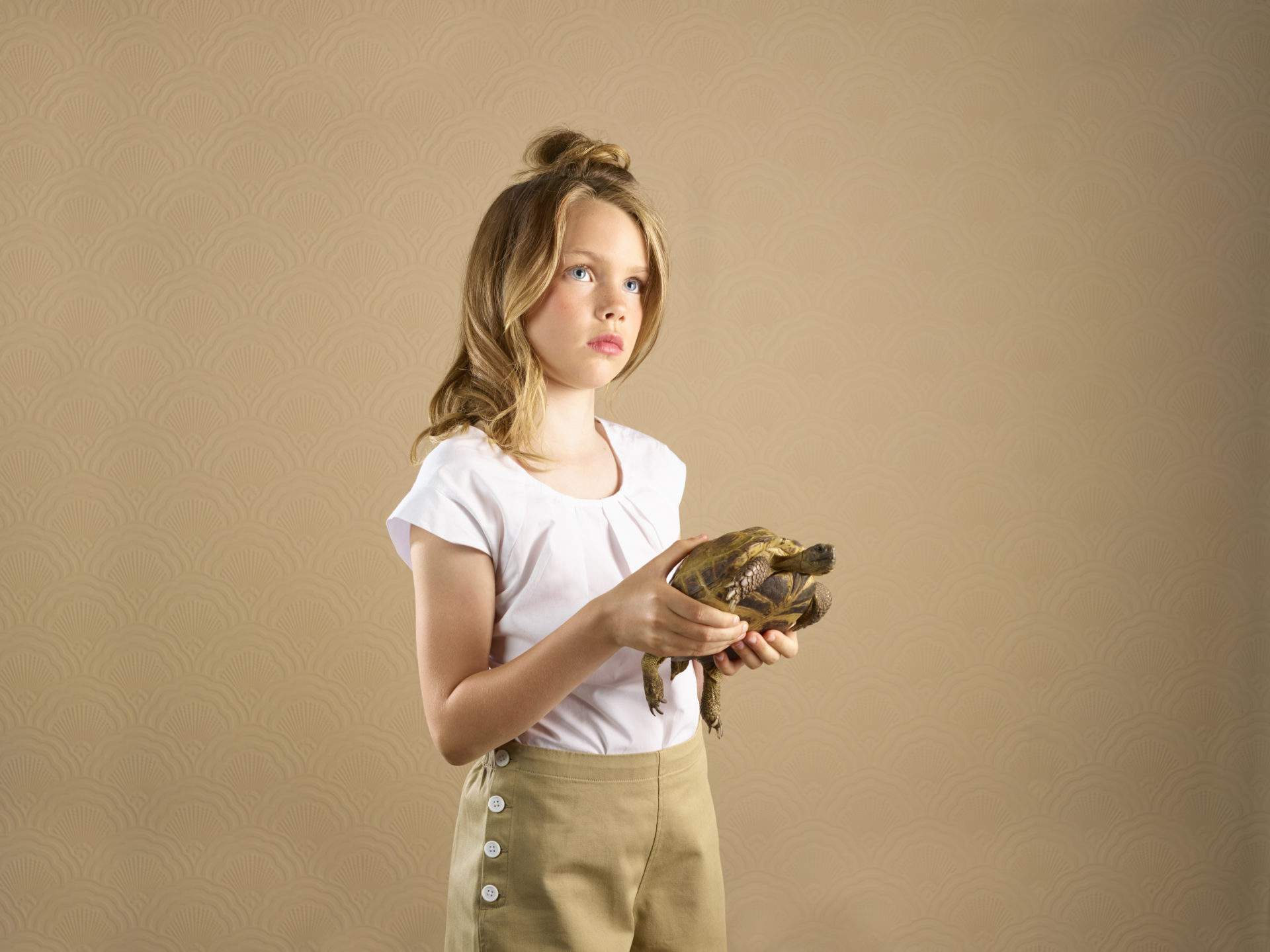 kids and pets – girl with an tortoise – Shaw & Shaw Photography – Shaw and Shaw photographers photography Manchester