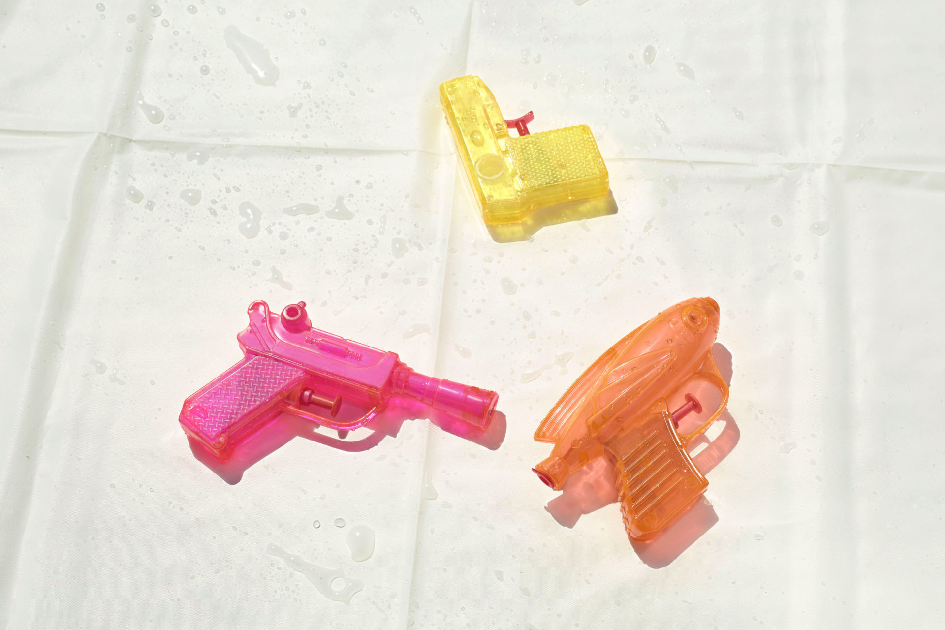 – Shaw & Shaw Photography – Shaw and Shaw Photographers Manchester – advertising photographers – graphic image – Water Pistols on White –
