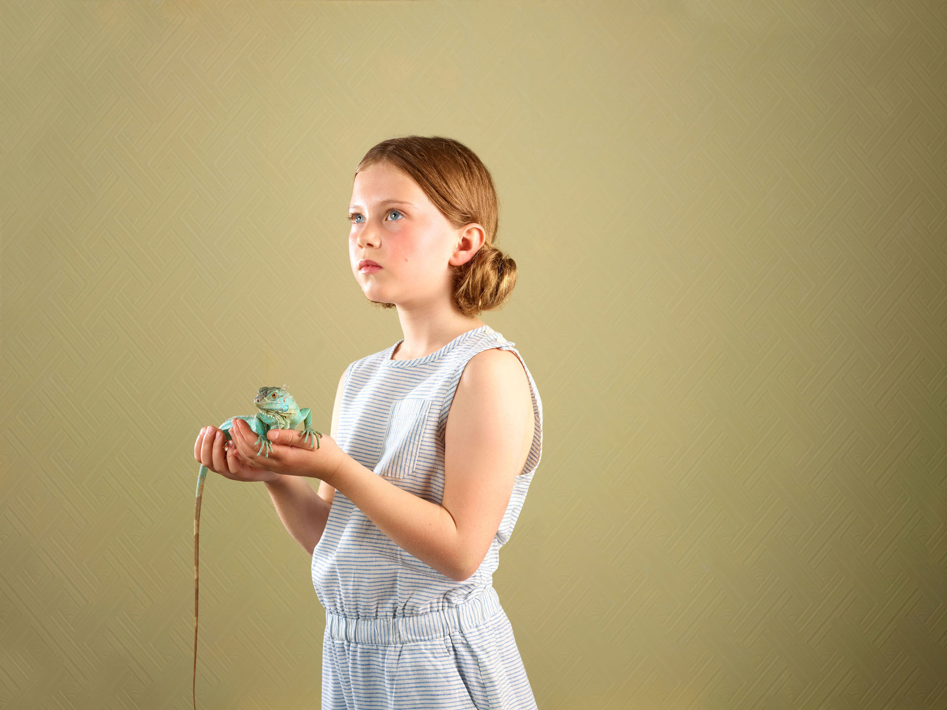 kids and pets – girl with an iguana – Shaw & Shaw Photography – Shaw and Shaw photographers photography Manchester