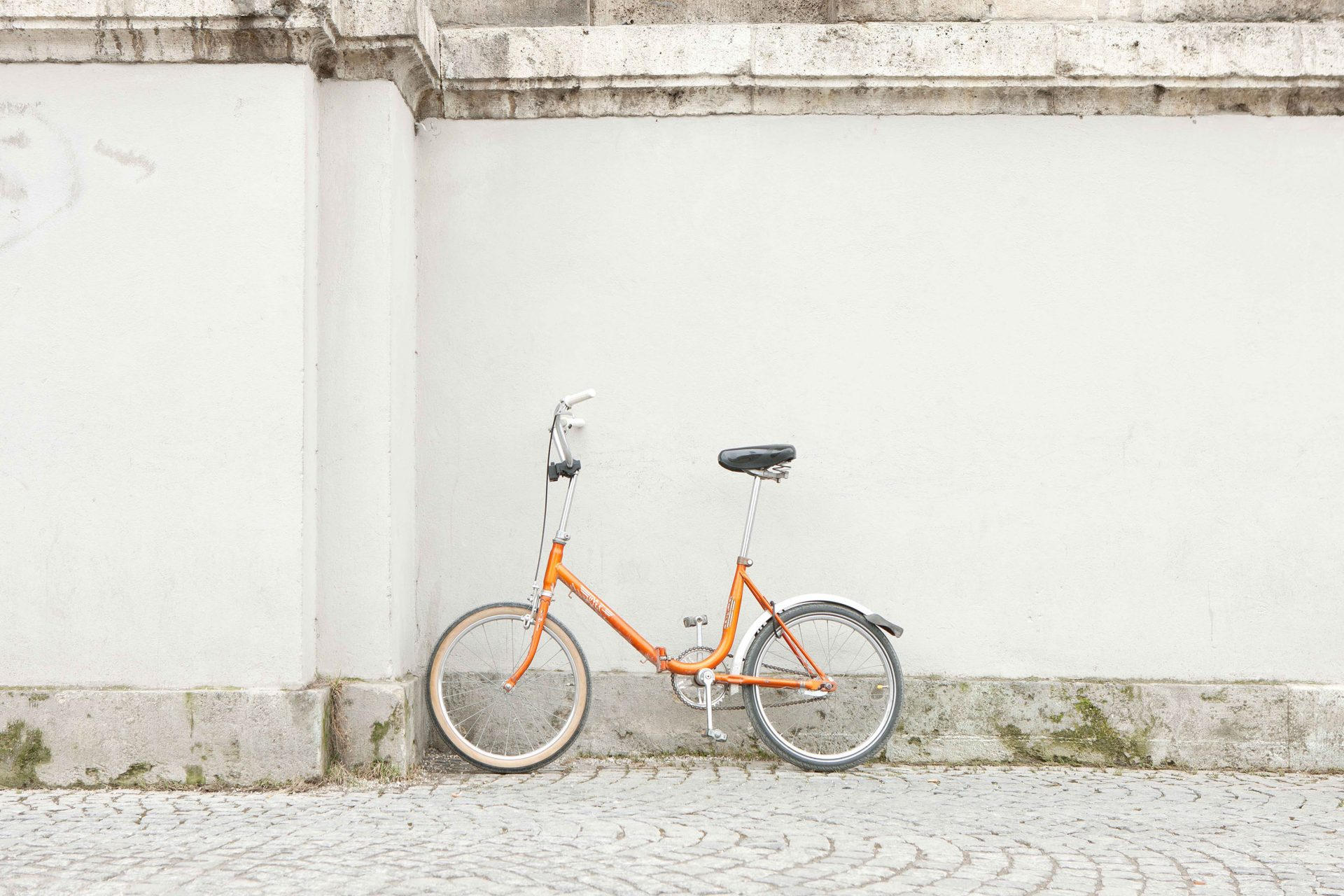 Shaw & Shaw Orange Bike leaning on wall – Shaw and Shaw Advertising photographers Manchester photographer graphic iamge