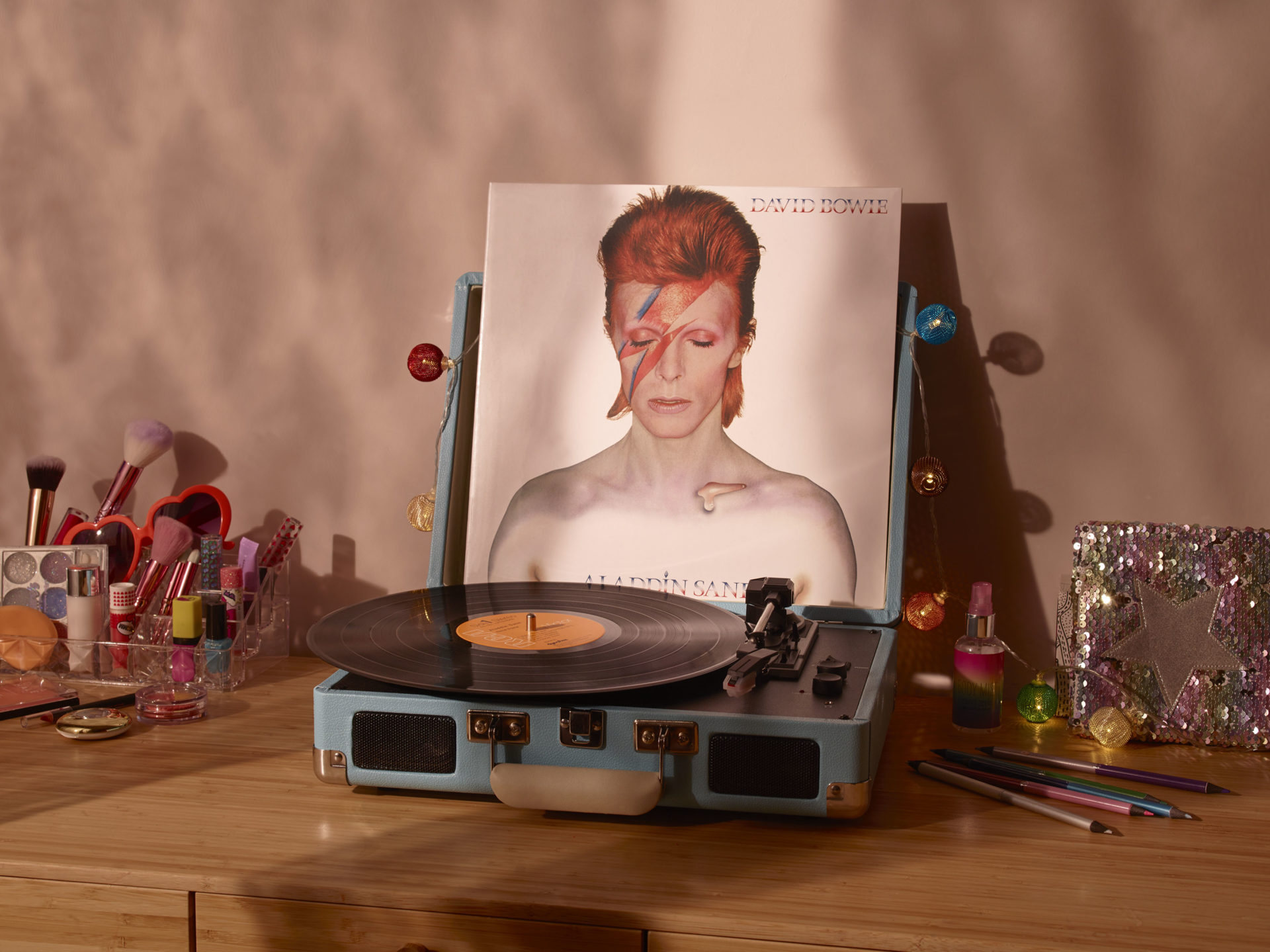 – Shaw & Shaw Photography – Shaw and Shaw Photographers Manchester – advertising photographers – graphic image – David Bowie Vinyl – record store day – David Bowie Aladdin Sane